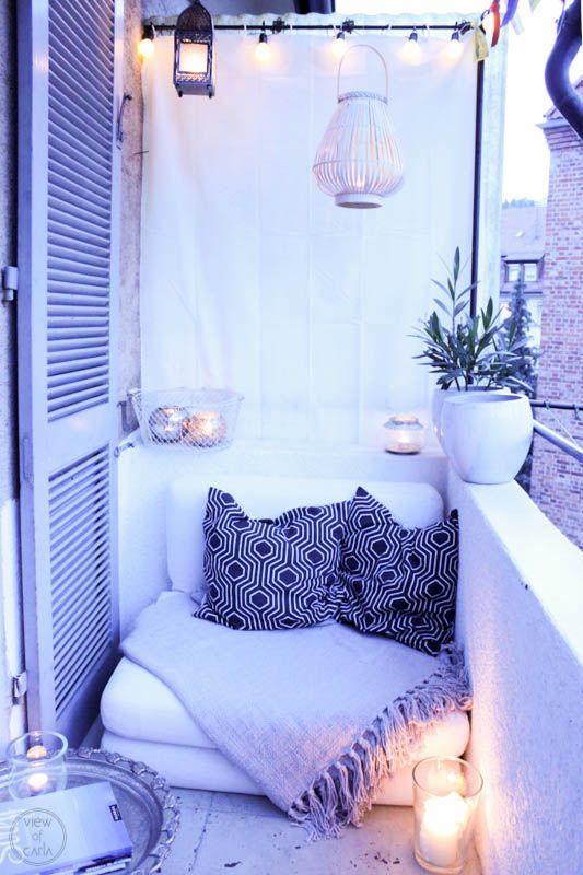 So ein kleiner überdachter Balkon zum Hinterhof hinaus ist der perfekte Rückzugsort für kleine Großstadtromantikerinnen wie ich es bin. Am Sonntag bin ich wie eine Irre durch unsere Wohnung gerannt... (Urban Furniture Designs)
