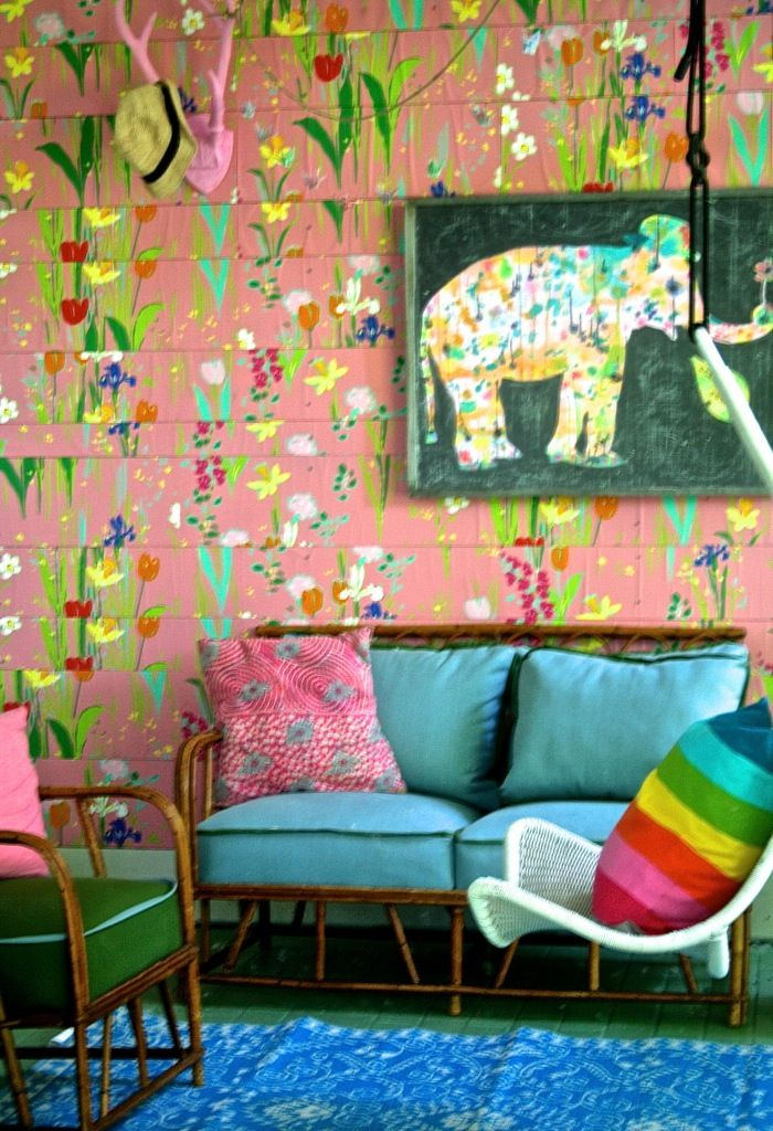 Happy and colorful: Bright back porch by lakbdesign - cute idea for kid art