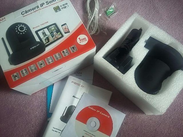 Câmera IP Wireless FI8910W Foscam nova na caixa