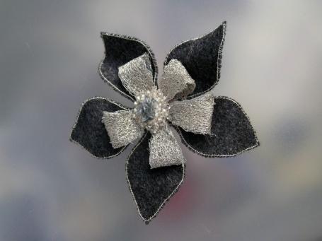 barrette fleur d'automne gris argent €35.00
