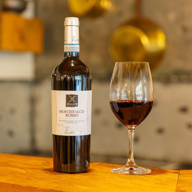 Italienische Edeltropfen – Als ehemaliger Gardist im Vatikan lernte Stefan Tanner lokale Weinhändler kennen, was in ihm die Liebe zu italienischen Weinen weckte. In seiner neu eröffneten Vinothek lädt er seine Gäste dazu ein, erlesene Weine kleiner italienischer Weingüter zu entdecken. Zum Beispiel aus der Sagrantino-Traube gekelterte: eine noch unbekannte Traube, die kräftig im Geschmack ist und dem Wein Ecken und Kanten verleiht.