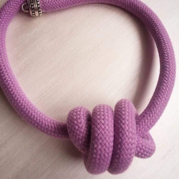 Collana girocollo in corda annodata ciclamino di Gioielli fatti a mano da GiCaBijoux su DaWanda.com