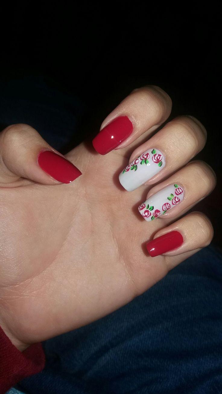Uñas con Rosas rojas