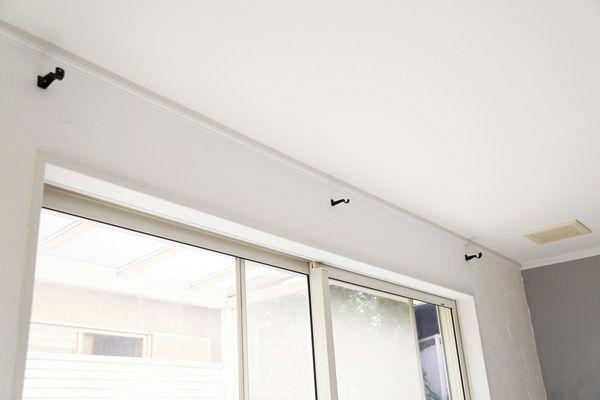 カーテンレールの位置を天井近くに上げて設置 Diy カーテンレール