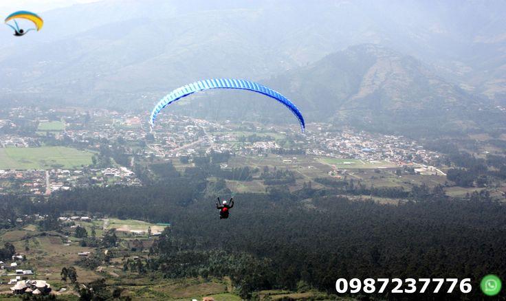 Parapente Quito Ecuador Disfruta de un turismo de aventura en un vuelo en parapente durante 15 minutos con instructores calificados.