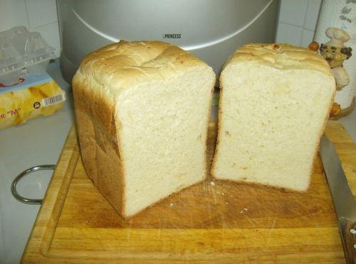 Pane al parmiggiano fatto con MDP: 500 gr farina 00 283 ml di acqua tiepida 2 cucchiai di olio di semi di girasole 1 cucchiaio e 1/2  di zucchero 1 cucchiaino di sale lievito fresco o in polvere 6 gr.