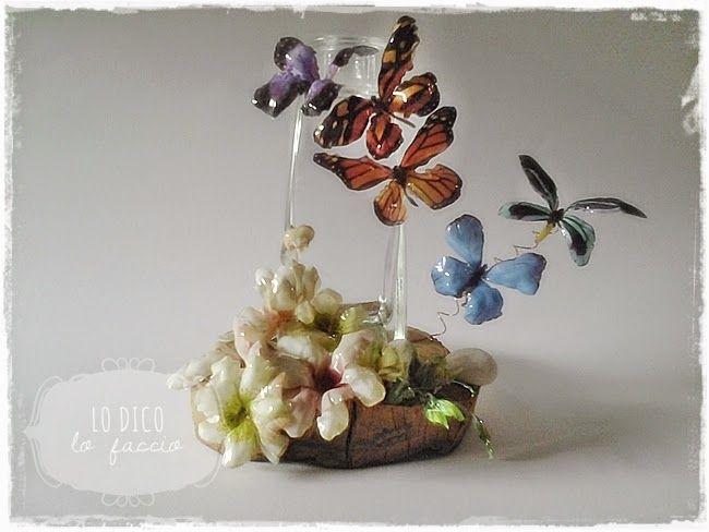 Bottiglia decorata con fiori e farfalle in Sospeso Trasparente