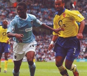 Man City 1 Arsenal 2 in Aug 2003 at the C of M Stadium. Shaun Wright-Phillips and Ashley Cole battle for the ball #Prem