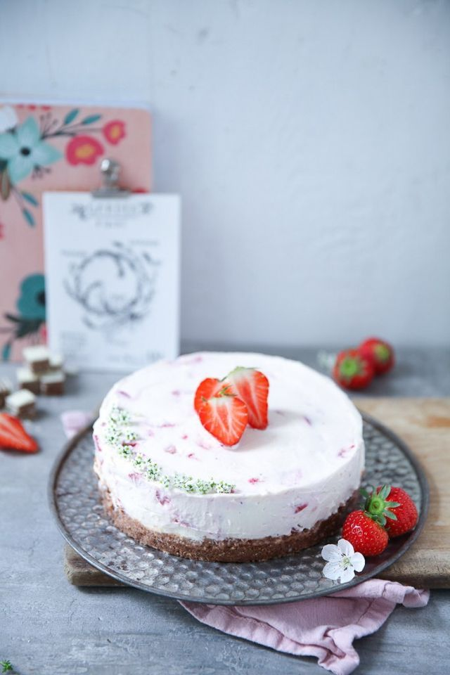 Erdbeere Mascarpone Cheesecake mit Manner Schnitten Boden ganz ohne Backen – no bake strawberry cheesecake (ohne Gelatine)