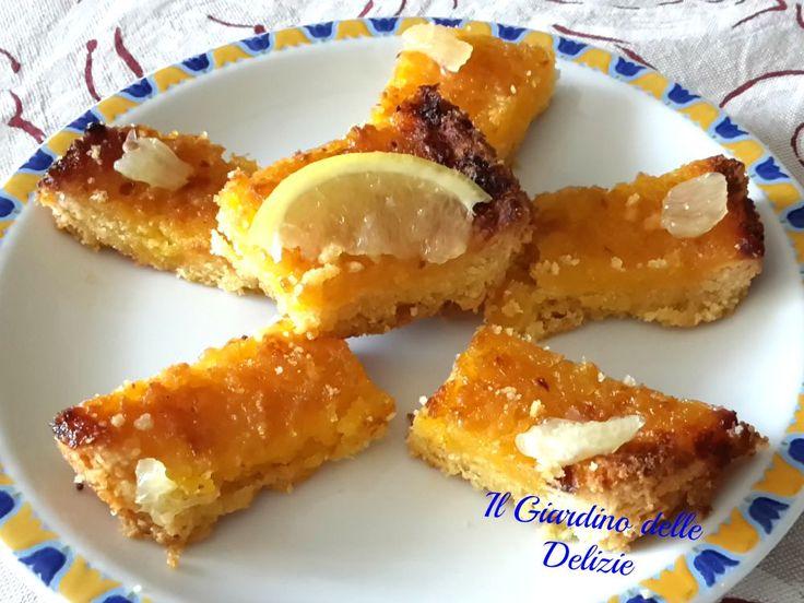 Pastine al limone, le pastine al limone sono nate in realtà da una torta di pasta frolla con crema al limone, una pasta friabilissima, da tagliarsi fredda