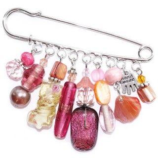 Handgemaakte roze kiltspeld met handgemaakte glaskralen uit eigen atelier. Unieke roze accessoire