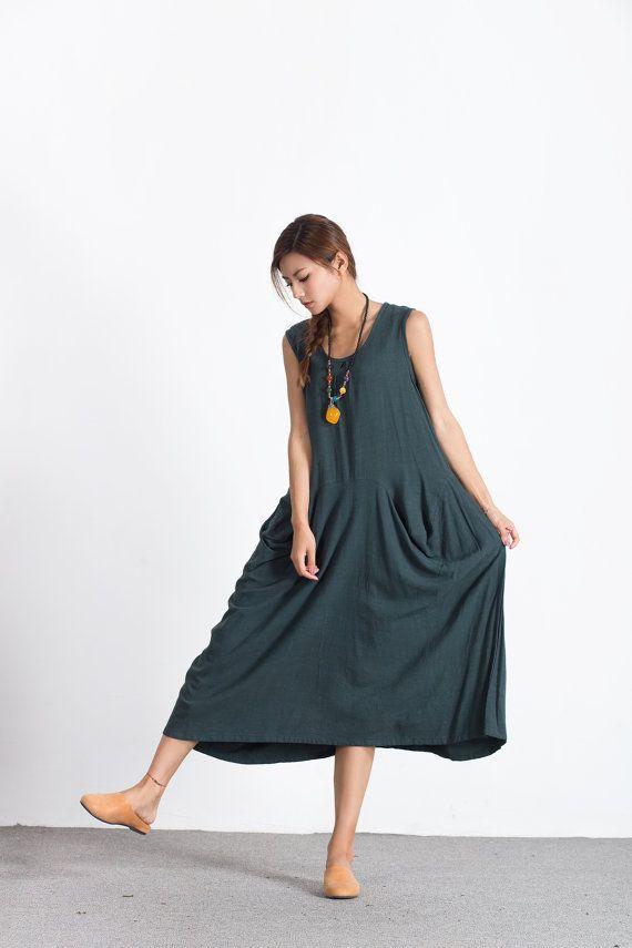★ Deze unieke jurk is ademend en zacht. We speciaal wassen elke jurk na Hand-naaimachines, niet meer krimpen. Zo heeft het een ontspannen textuur en een prachtig draperen.  ★You kunt elke kleur kiezen uit onze stof staal:  https://www.etsy.com/listing/481079270/color-swatch-cotton-linen-fabric-for?ref=shop_home_active_1  ★ Materiaal: linnen, katoen  ★ Model grootte:  --Model slijtage maat M --Model is 170 cm/5  8 --Model metingen (buste 31/ taille 26 &#...