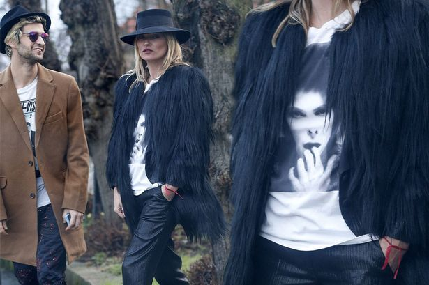 Kate Moss with David Bowie T-shirt 3am Celebrity News Kate Moss Kate Moss pays tribute to David Bowie by wearing T-shirt bearing his face http://www.mirror.co.uk/3am/celebrity-news/kate-moss-pays-tribute-david-7159772