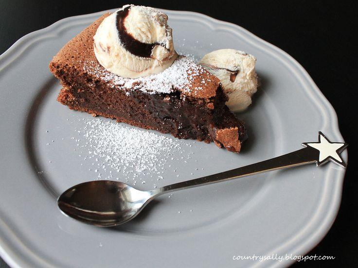 Mudcake with ice cream