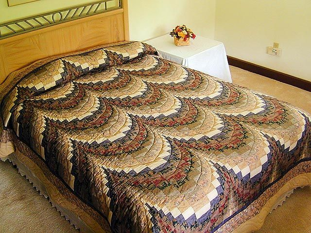 Bargello Quilt -- superb well made Amish Quilts from Lancaster (hs145)