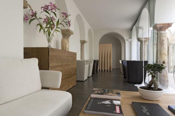Koncepcje wnętrz P-2929 Flamingo ambiente-1 Lampa podłogowa do holu, apartamentu, sypialni, salonu, pokoju dziennego, korytarza