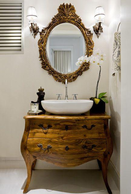 Móvel de madeira, pia e espelho: linda combinação
