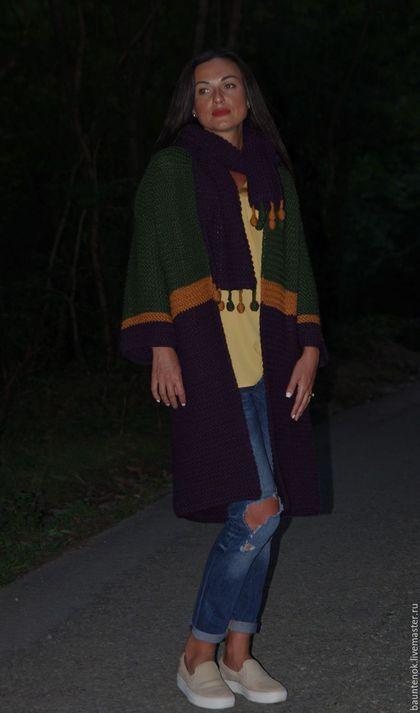 Купить или заказать Кардиган Вязаный  'Южная Ночь' в интернет-магазине на Ярмарке Мастеров. Южная ночь в сентябре – это явление удивительное! Густая фиолетовая тьма окутывает осенним холодком, еще не пожелтевшая листва в сумерках выглядит насыщенно-зеленой. Местами темноту прорезает оранжевый свет фонарей... Именно этот образ воплощен в вязаном кардигане «Южная ночь». Теплый, мягкий и уютный, он придется кстати не только во время ночной прогулки, но и в любой ситуации.