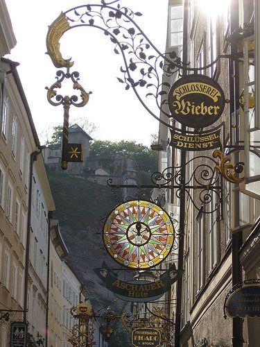 装飾看板の美しさにうっとり見とれちゃう!ザルツブルクのゲトライデ通り - NAVER まとめ