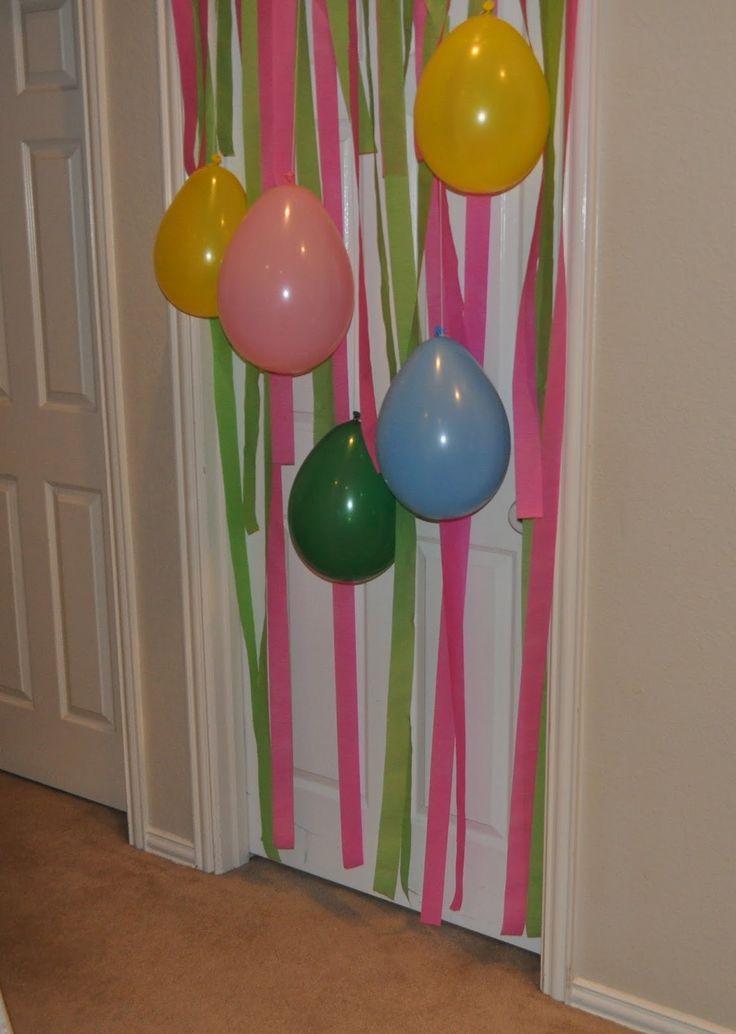Slaapkamerdeur versieren de avond voor de verjaardag van je kind. Zodra ze 's ochtends de deur open doen.... ^_^