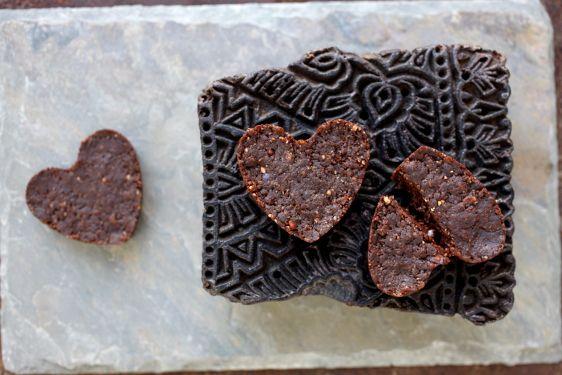 Karita Tykkä Raakaa ja makeaa -kirja, Suklaa-browniet, photographer: Ulla-Maija Lähteenmäki, #raakaruoka #rawfood #rawchocolate #raakasuklaa