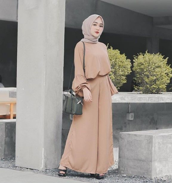 Model Baju Gamis Modern Terbaru Lengan Lonceng Balon Mustard Model