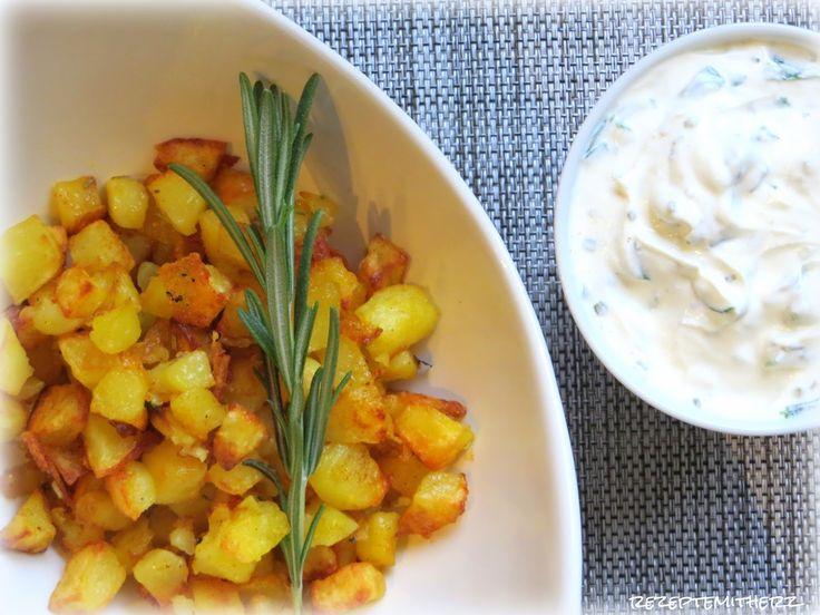 Rezepte mit Herz ♥: Bratkartoffeln mit Rosmarin und Frühlingsquark