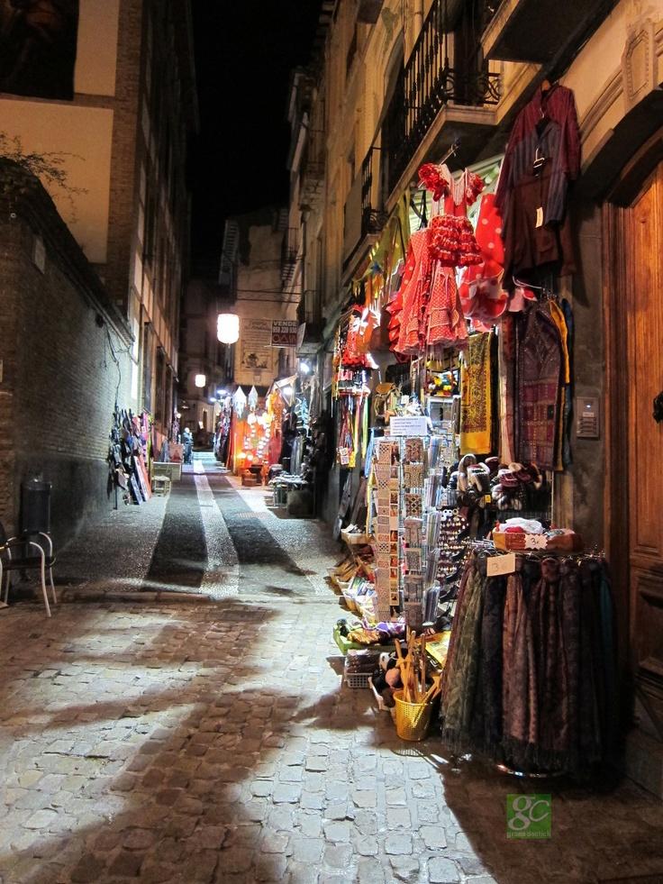 Bazares junto a Calle Elvira