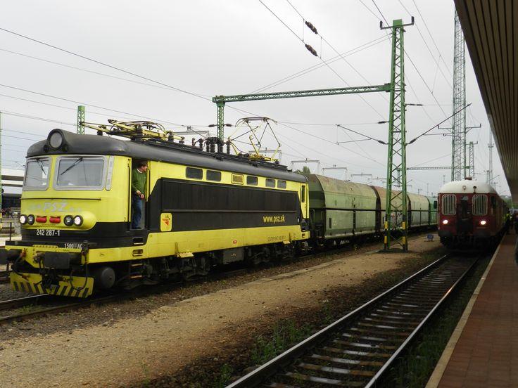 A 13. vágányon szénvonattal várakozó Plehács mozdonyvezetője is megcsodálta Böbét az egész napos száguldás végén.