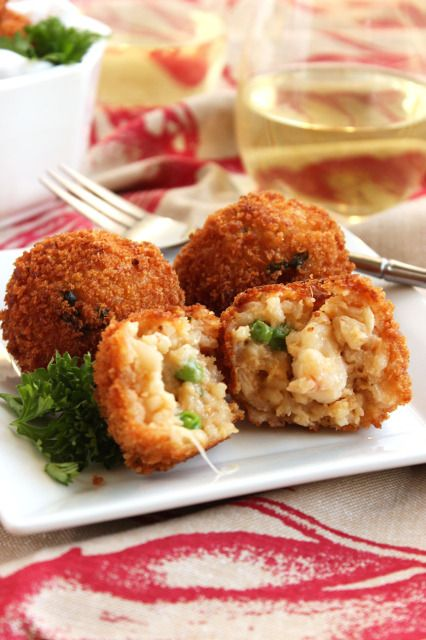 Easy, make ahead Lobster Arancini. Lobster risotto balls stuffed with lobster, peas and cream and then fried. Heaven in your mouth! #sicilianfood #arancini #sicilia #sicily #arancine
