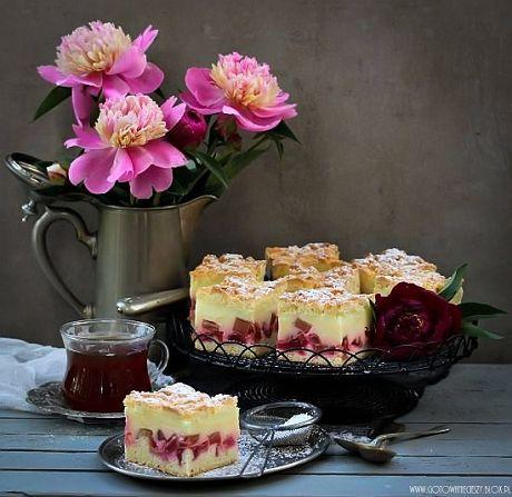 Są takie ciasta, które z czystym sumieniem mogę polecić nawet deklarującym się jako kulinarne antytalenty. I takie właśnie jest to ciasto. Jego wykonanie jest