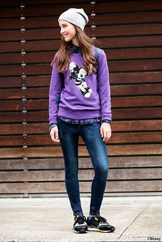 紫スウェット+スニーカーのスポーティカジュアル ◇◆ボーイッシュ系タイプのファッション スタイルの参考コーデ◆◇