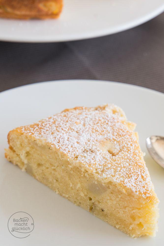 Der Herbst wird lecker! Mit diesem Birnenkuchen-Rezept kann einem nichtmal das schlechte Wetter etwas anhaben. Der Birnenkuchen wird mit Quark gebacken und dadurch unheimlich saftig | http://www.backenmachtgluecklich.de