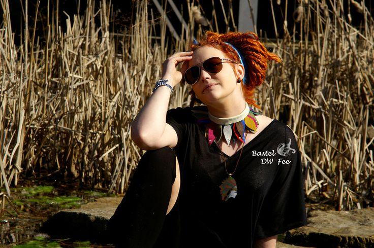 Leder-Kette+bunte+Blätter+von+Bastel-DW-Fee+auf+DaWanda.com Diese Kette wurde in liebevoller Handarbeit hergestellt.  Verwendete Materialien :  -Lederstücke -Kleber -Lederband -Nieten