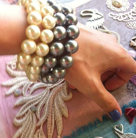 simple and chic pearl bracelet