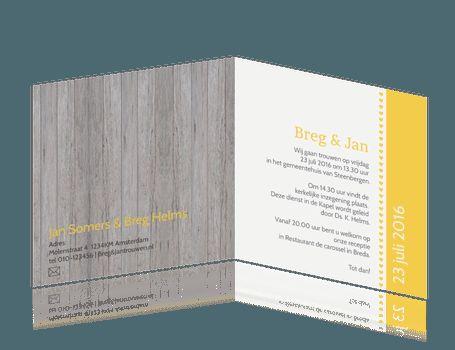 hippe trouwkaart met ruimte voor een eigen foto. Hout met geel / okergeel / mosterdgeel. #trouwkaarten #bruiloft #trouwen