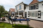 """De Zeven Provinciën Texel Oudeschild  Description: Het oudste hotel (sinds 1666) op Texel ligt direct onder de Waddendijk bij het mooie vissersdorpje Oudeschild. In dit hotel verbleven de oude zeehelden als Michiel de Ruyter in lang vervlogen dagen om uit te rusten van hun lange tijden op zee of te wachten op gunstige wind om te vertrekken naar de Oost. Als hotel draagt het de naam """"De Zeven Provinciën"""" vernoemd naar het vermaarde vlaggenschip van De Ruyter die in 1666 als opperbevelhebber…"""