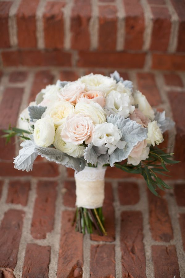 cream + pink bouquet with dusty miller | Abby Grace #wedding