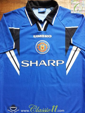 Relive Manchester United's 1996/1997 season with this vintage Umbro 3rd kit football shirt.