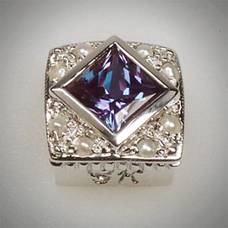 6/6 mm Princess Cut Square Created Alexandrite & Pearl