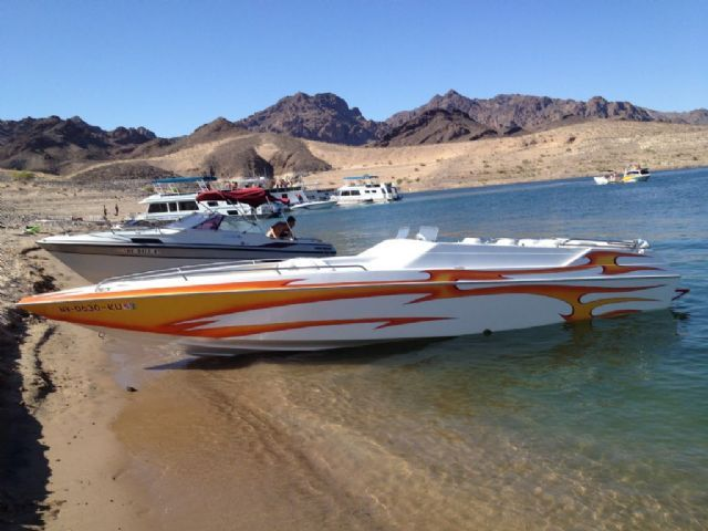 2005 Warlock 25 High Performance , White with flames, 25 miles for sale in Boulder City, NV