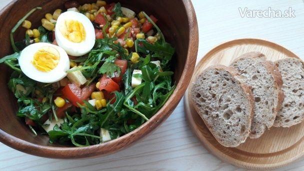rukolovy salat s mandlami