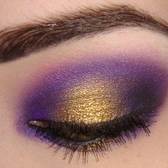 Purple and Gold Husky colors - haha. wish i knew what brand of make-up this was LOVE THIS. Will be experimenting with it!