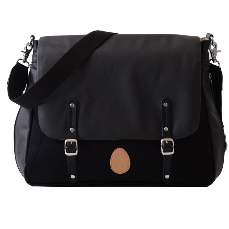 PacaPod Prescott in Black is a smart satchel/work bag as well as a changing and feeding bag. What more do you need?!