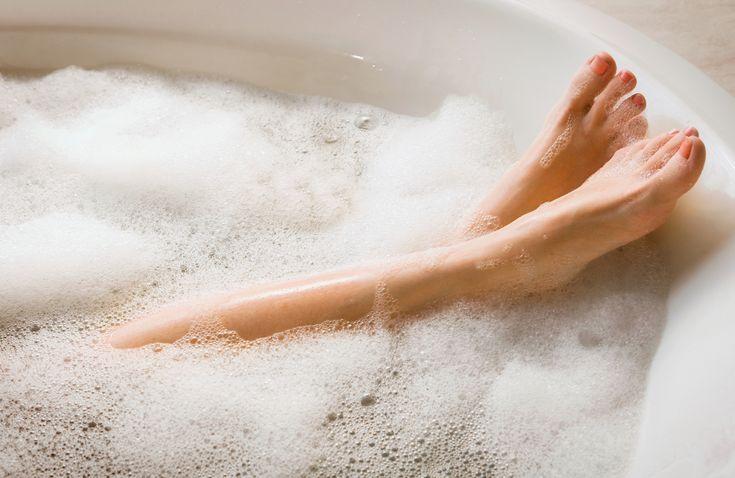 Att varma bad verkar avslappnande för kroppen visste vi, men nu har det varma vattnet visat sig ha ännu fler positiva effekter på hälsan.