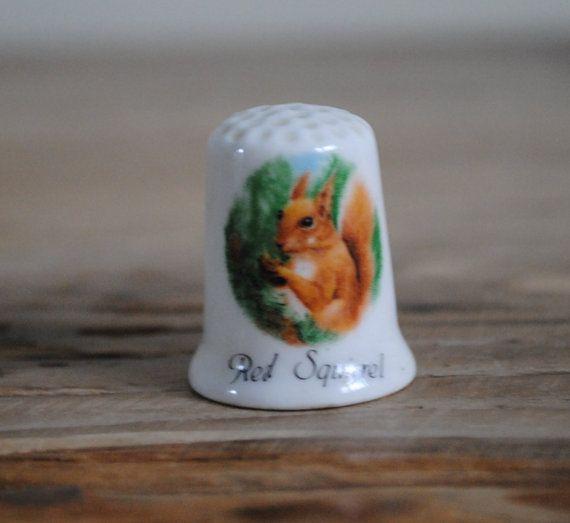 Vintage china vingerhoed Fenton - rode eekhoorn