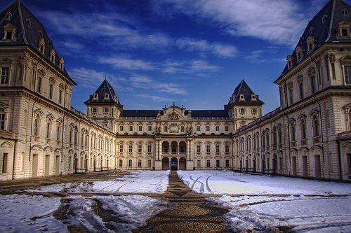 Il Castello del Valentino a #Torino, sede della Facoltà di Architettura, è una delle Residenze Reali in #Piemonte