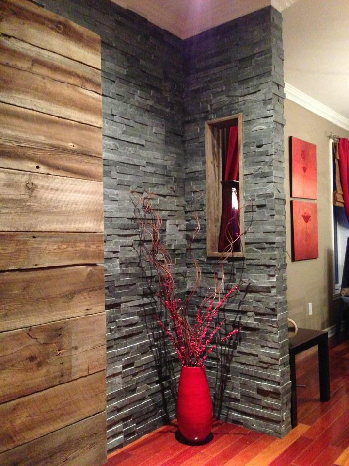 mur en bois de grange et ardoise d co bois de grange. Black Bedroom Furniture Sets. Home Design Ideas
