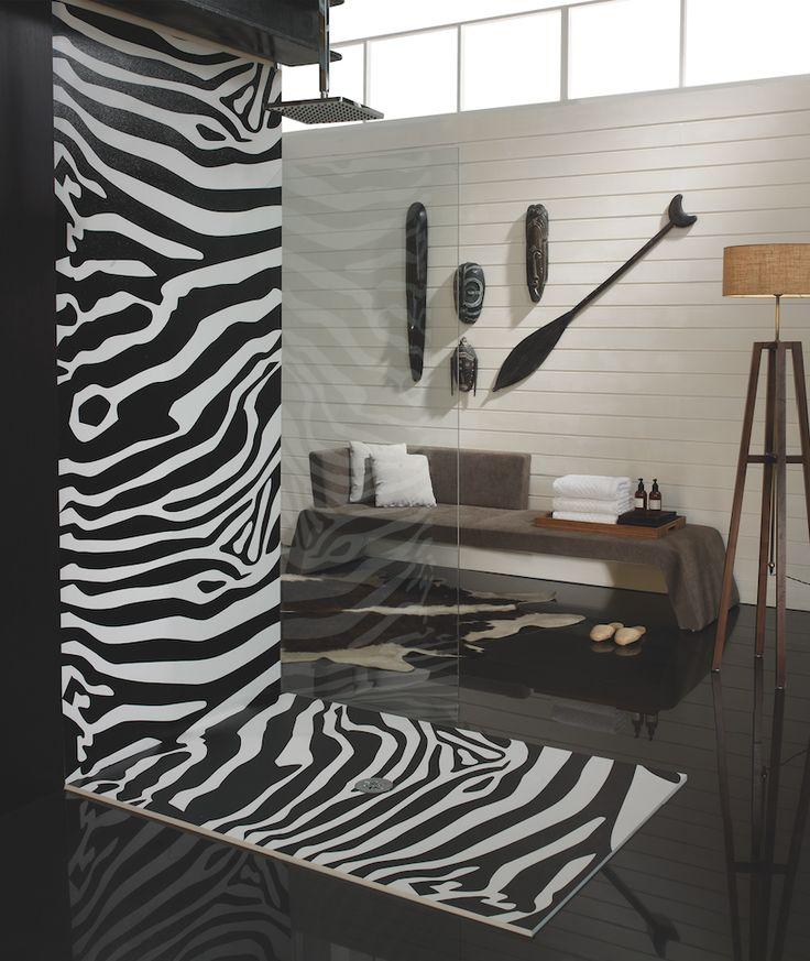 Notre sélection Déco Jungle : Receveur extra-plat + panneau Cebra de SYAN, pour une douche sauvage ! #salledebain #douche #design #zèbre #jungle #fashion