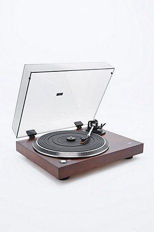 "Lenco – Plattenspieler ""L-90"" aus Holz mit UK-Stecker - Urban Outfitters 230€"
